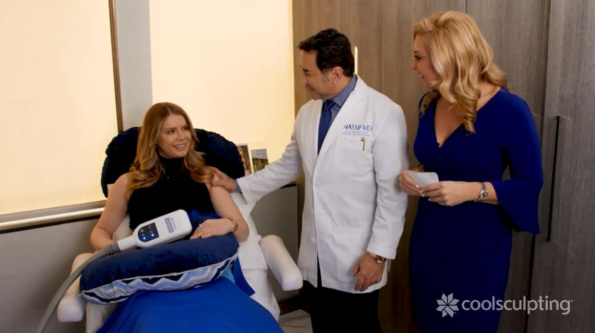 Dr Nassif tells female patient how coolsculpting works